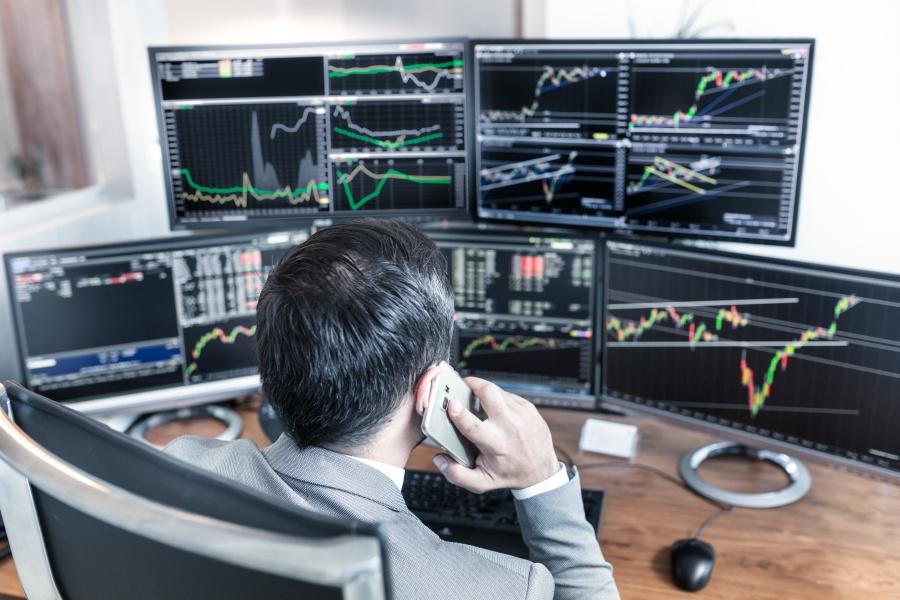 Makler giełdowy - jak zostać maklerem papierów wartościowych?